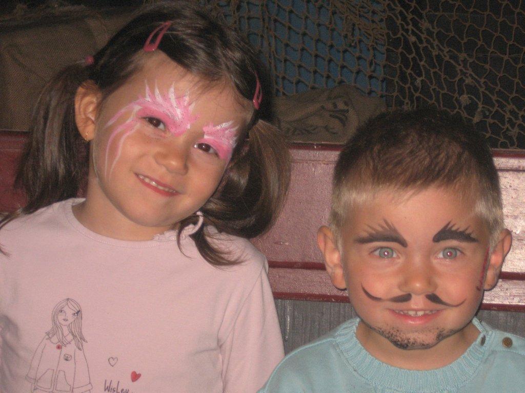 Jade & Mathis maquillés après un spectacle de pirates