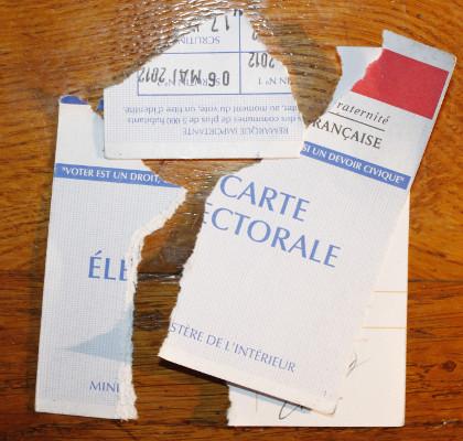 Carte électorale déchirée